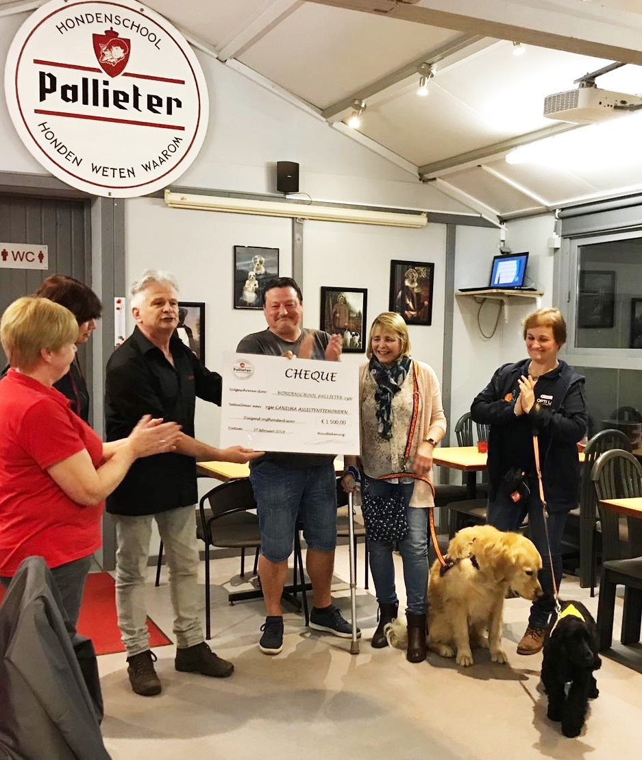 Hondenschool Pallieter zamelt 1.500 euro in voor vzw Canisha Assistentiehonden